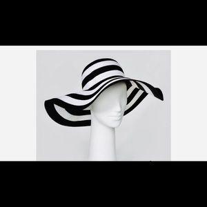 Accessories - Black and white sun hat